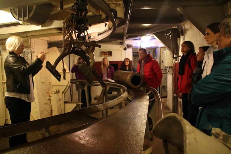 Einst befand sich der Geschützturm auf dem Schlachtschiff Gneisenau