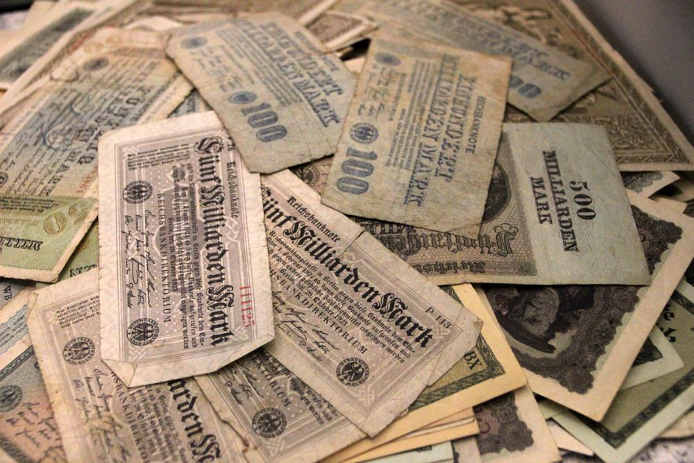 Banknoten Geld der Weimarer Republik im Deutschen Historischen Museum in Berlin