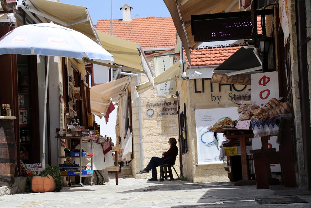 Verwinkelte Gassen im kleinen Dorf Omodos auf Zypern