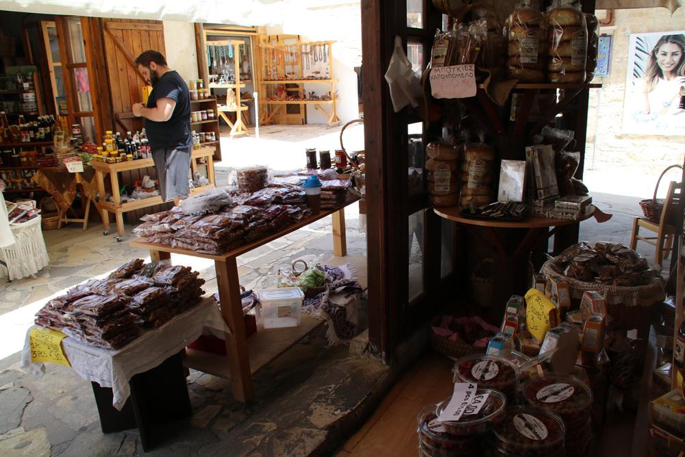 Geschäft mit Souvenirs in Omodos auf Zypern