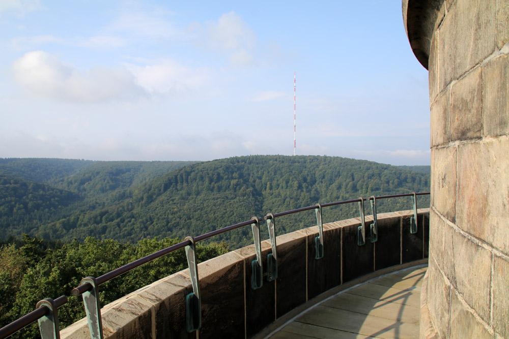 Von der Aussichtsplattform auf dem Hermannsdenkmal bietet sich ein traumhafter Blick über den Teutoburger Wald