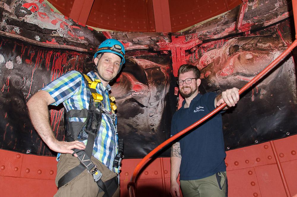 Ich bin bereit zum Klettern. Ein Mitarbeiter des Kletterparks sichert mich. Foto: www.ausreisserin.de