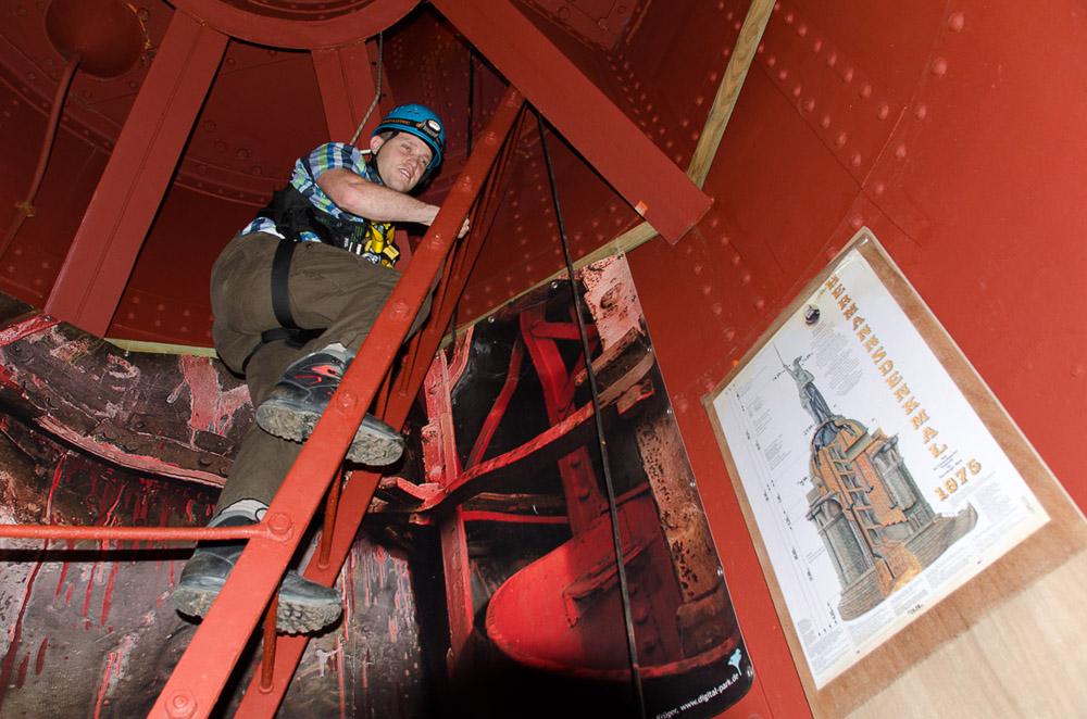 Das bin ich am Start der Klettertour im Hermannsdenkmal.