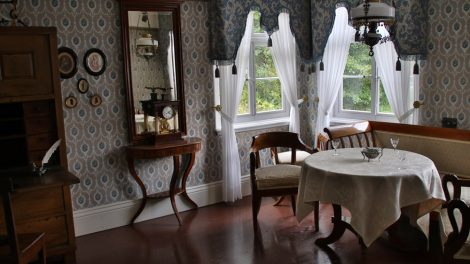 Die Innenräume der Häuser im Freilichtmuseum Detmold sind originalgetreu eingerichtet
