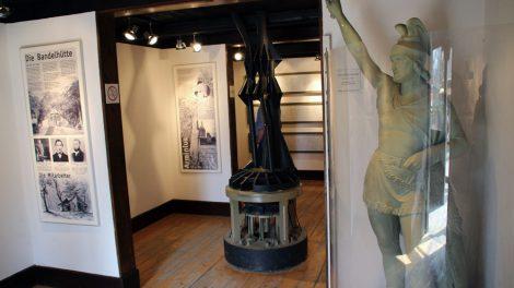 Ausstellung über die Geschichte des Hermannsdenkmals in der Ernst von Bandel Hütte