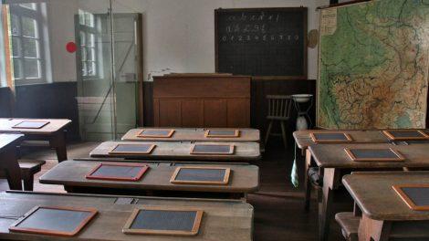 Auch eine alte Schule befindet sich im Freilichtmuseum Detmold