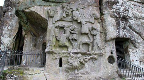 Das Kreuzabnahme-Relief an den Externsteinen