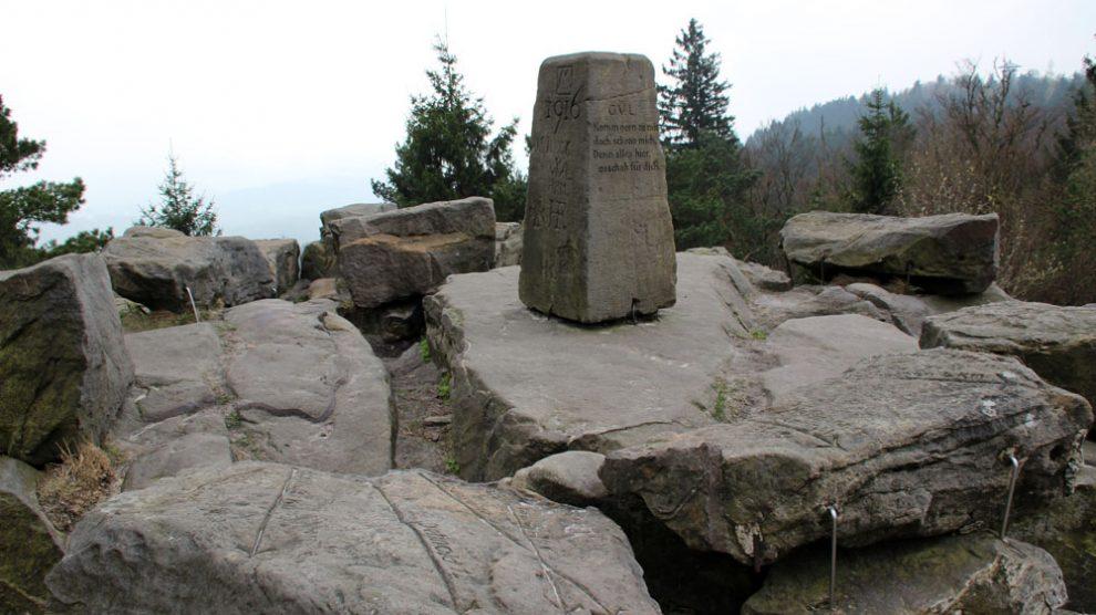 Felsbrocken am Gipfel des Velmerstot