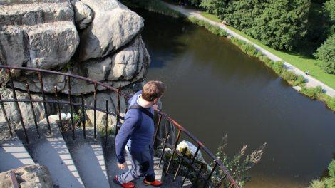 Bei einem Besuch der Externsteine sollte man auf jeden Fall auch den Blick von oben genießen