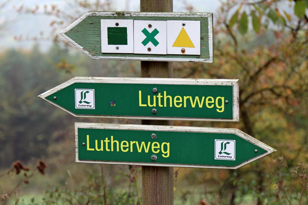Wegweiser am Lutherweg in Thüringen