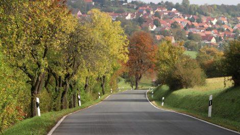 Straße nach Scherbda in Thüringen