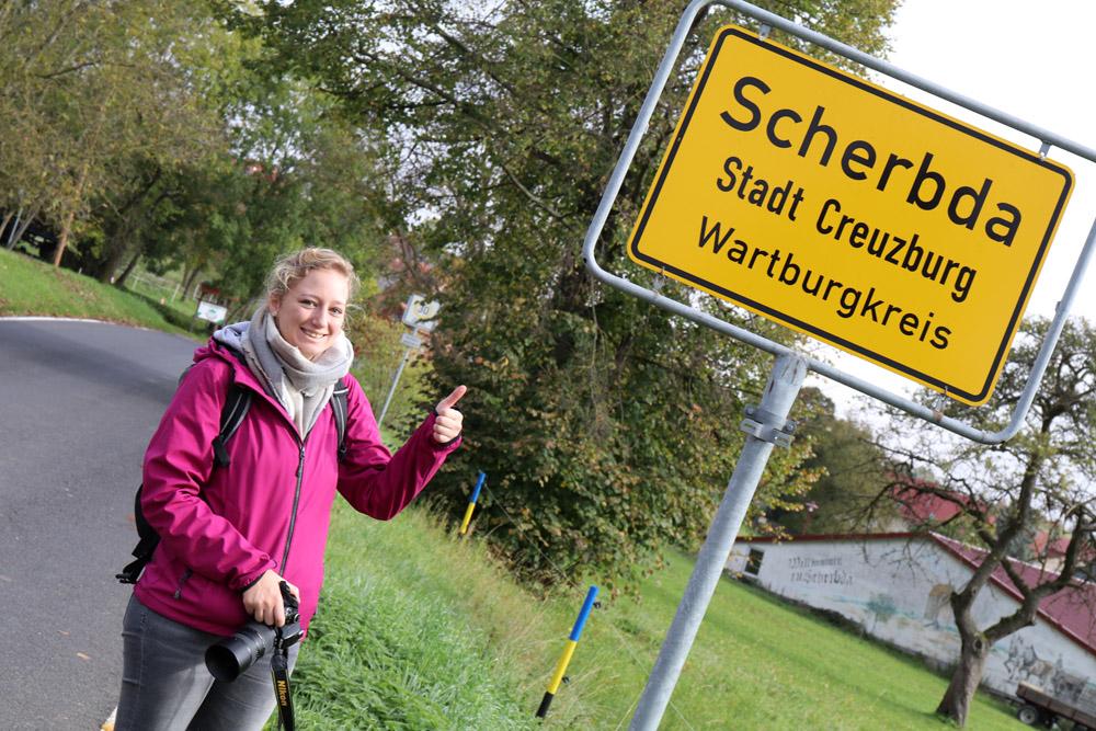 Der Lutherweg führt durch das Dorf Scherbda