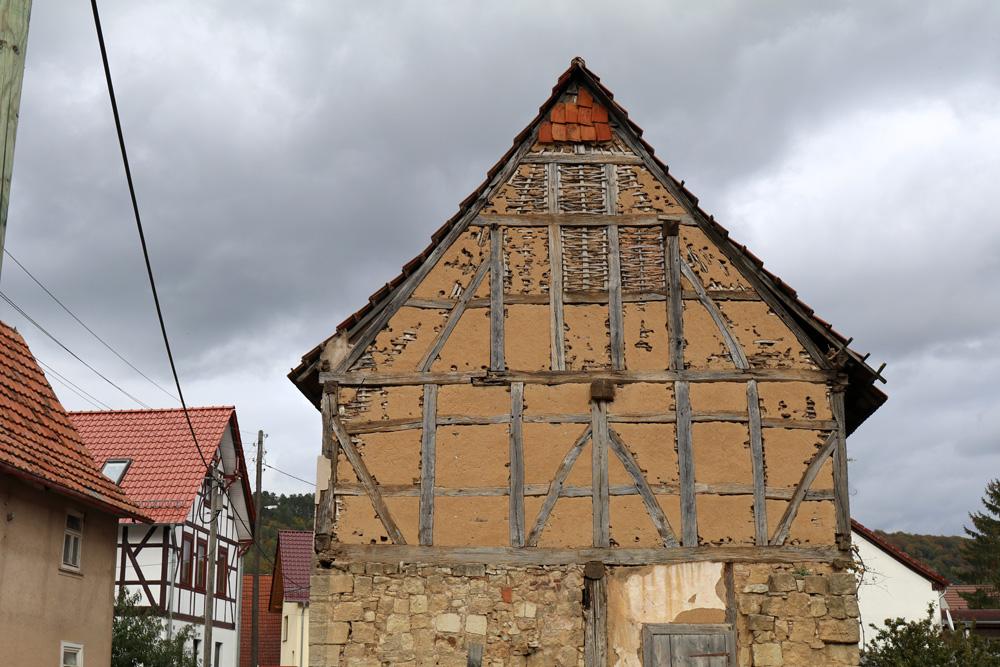Immer wieder führt der Lutherweg an alten Fachwerkhäusern vorbei