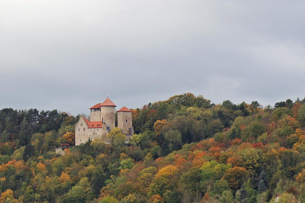 Die Burg Normannstein liegt oberhalb von Treffurt in Thüringen