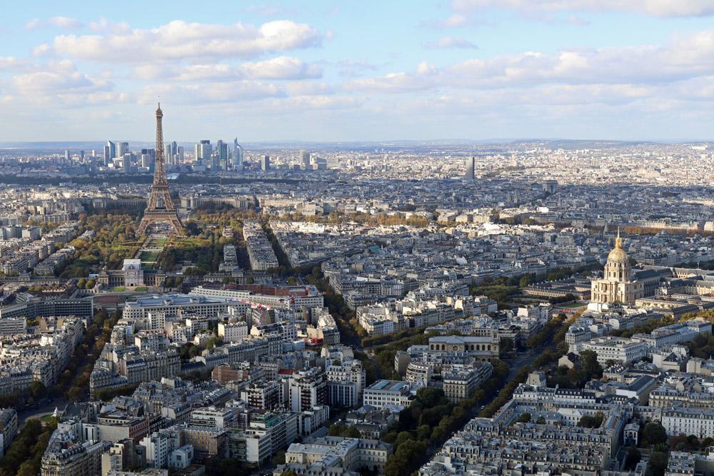 Blick vom Tour Montparnasse auf Paris im Herbst