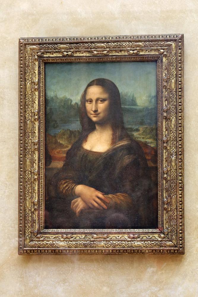 Die Mona Lisa von Leonardo da Vinci hängt im Louvre Museum in Paris