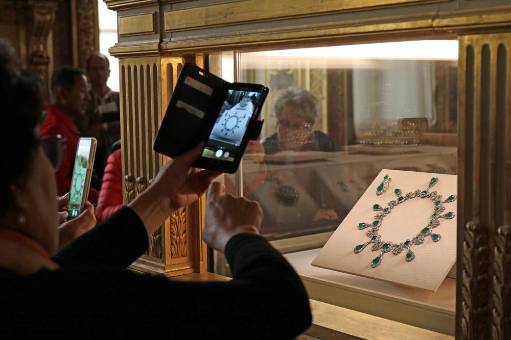 Französische Kronjuwelen im Louvre