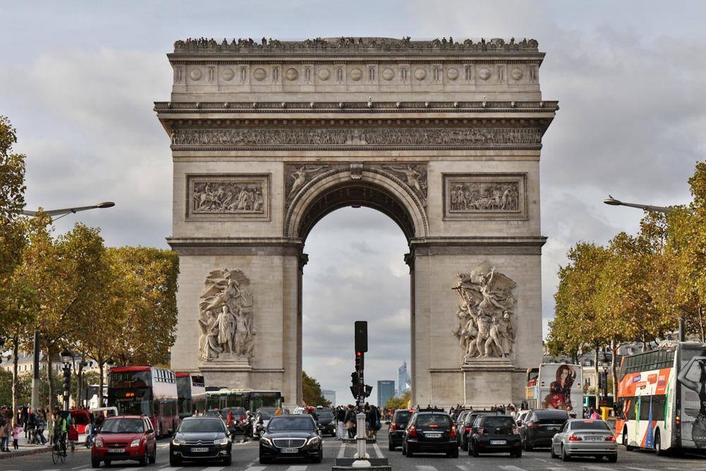 Der Arc de Triomphe bietet einen besonderen Anblick