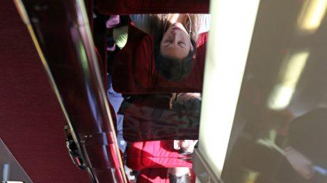 Die spiegelnde Gepäckablage im Thalys ist etwas ungünstig