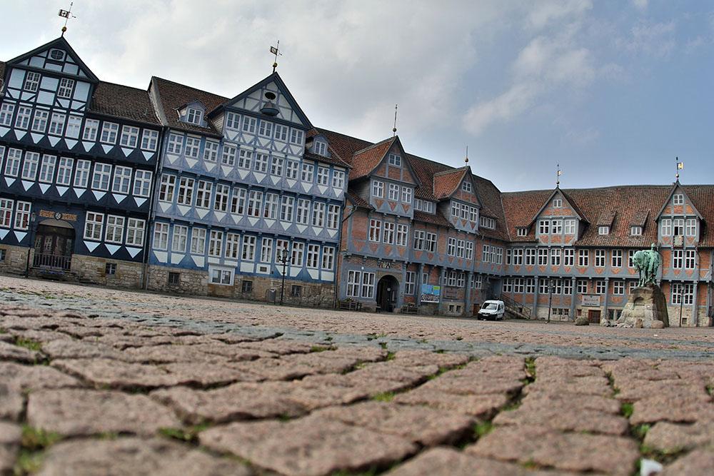 Mit den vielen Fachwerkhäusern wie hier auf dem Marktplatz in Wolfenbüttel ist die Stadt in Niedersachsen vielleicht die schönste Stadt Deutschlands