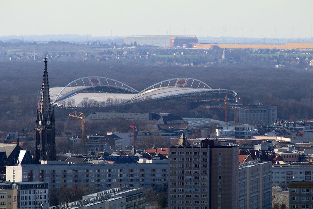 Blick vom Völkerschlachtdenkmal auf die Red Bull Arena Leipzig