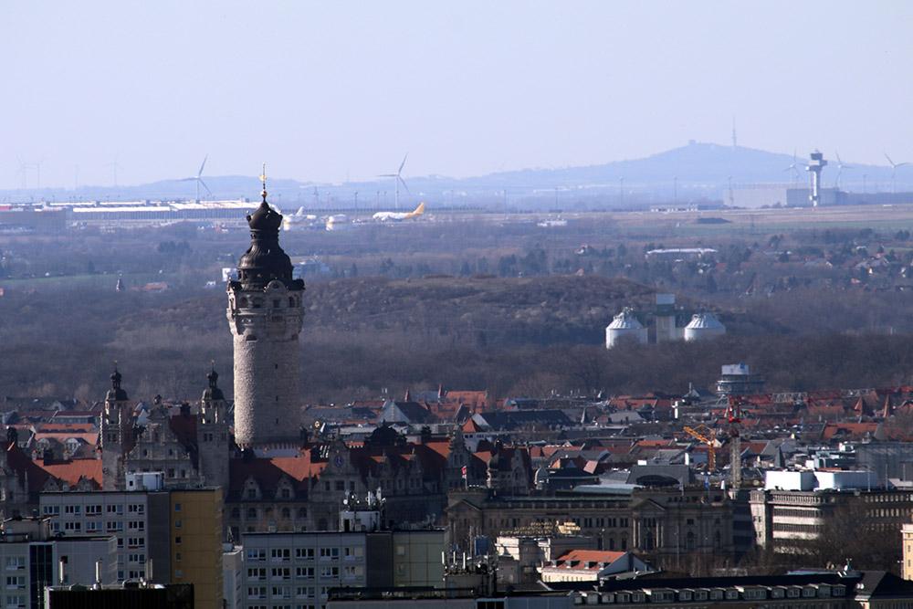 Blick vom Völkerschlachtdenkmal zum Flughafen Leipzig/halle