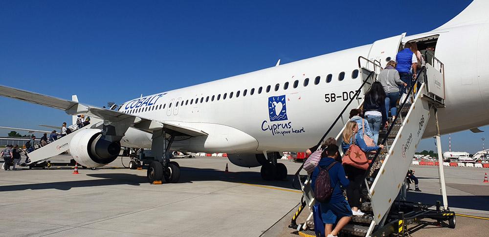 Ein Airbus A320 der Cobalt Airline auf dem Weg von Düsseldorf nach Zypern