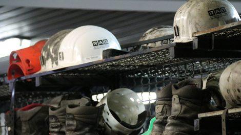 Ausrüstung mit Helm im Bergwerk Prosper haniel