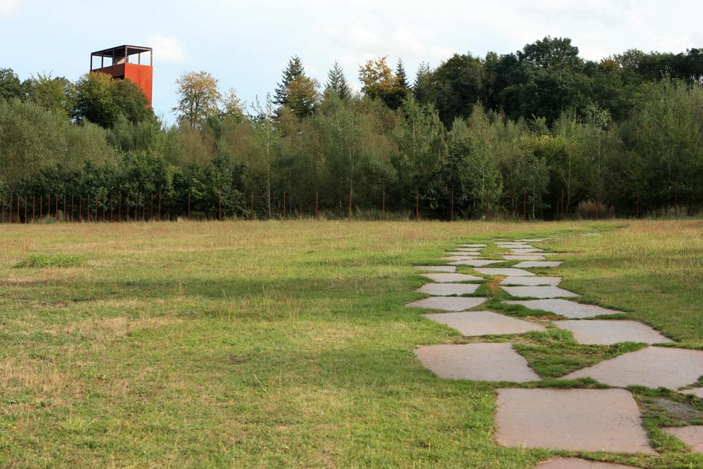 Außer dem Aussichtsturm und einigen Infotafeln sowie kleinen Pavillons gibt es im Außenbereich des Varusschlacht Museums Kalkriese nicht viel zu sehen