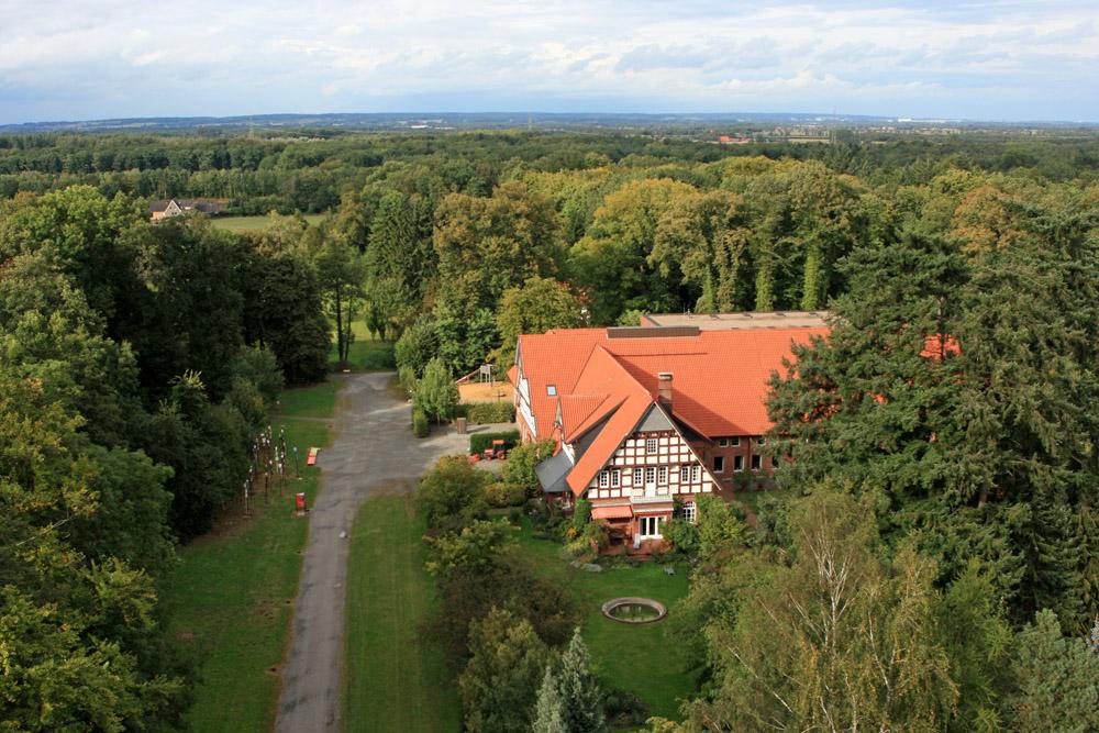 Vom Aussichtsturm des Varusschlacht Museums in Kalkriese aus kann man weit in das Osnabrücker Land schauen