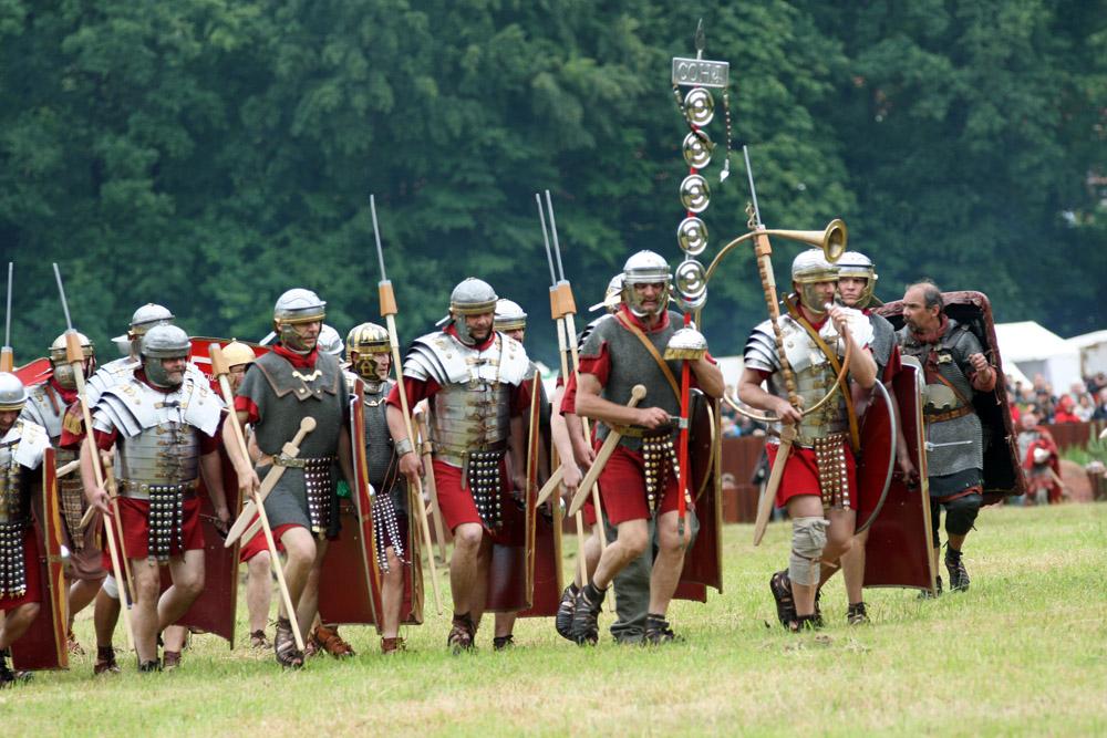 Am mutmaßlichen Ort der Varusschlacht in Kalkriese treten immer wieder Römer auf-