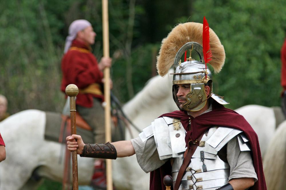 Besonders die Rüstungen der Römer sind eindrucksvoll. Hier eine Szene von den Römer- und Germanentagen in Kalkriese am Ort der Varusschlacht