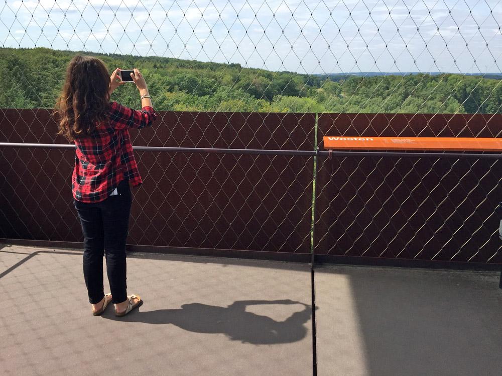 Vom Aussichtsturm im Varusschlacht Museum Kalkriese aus hat man freie Sicht in alle Richtungen