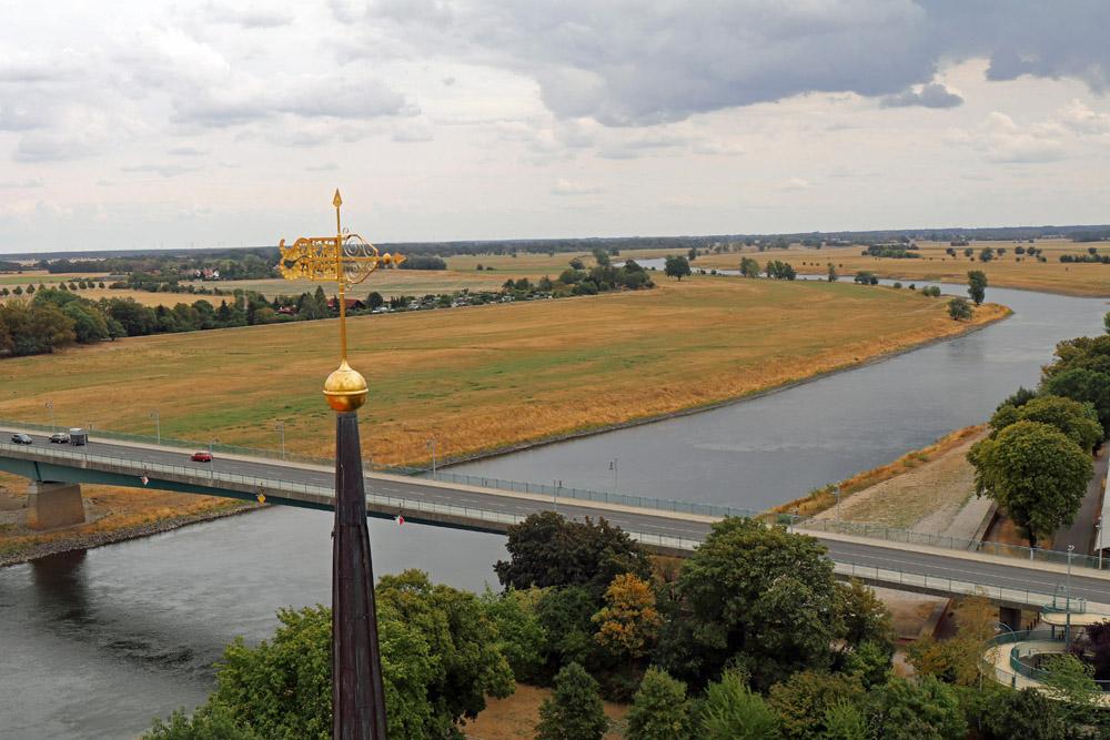 Der Blick vom Hausmannsturm reicht über die Elbe