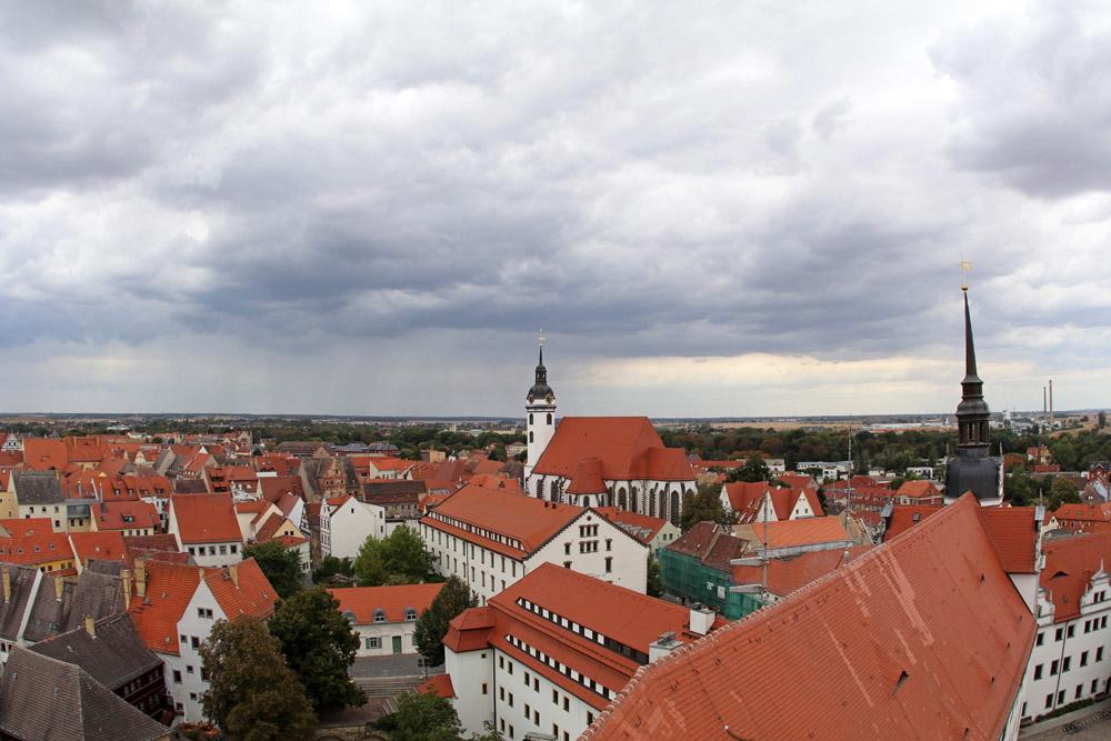Markant erhebt sich der Turm der Marienkirche über Torgau. Martin Luthers Frau Katharina von Bora wurde hier bestattet