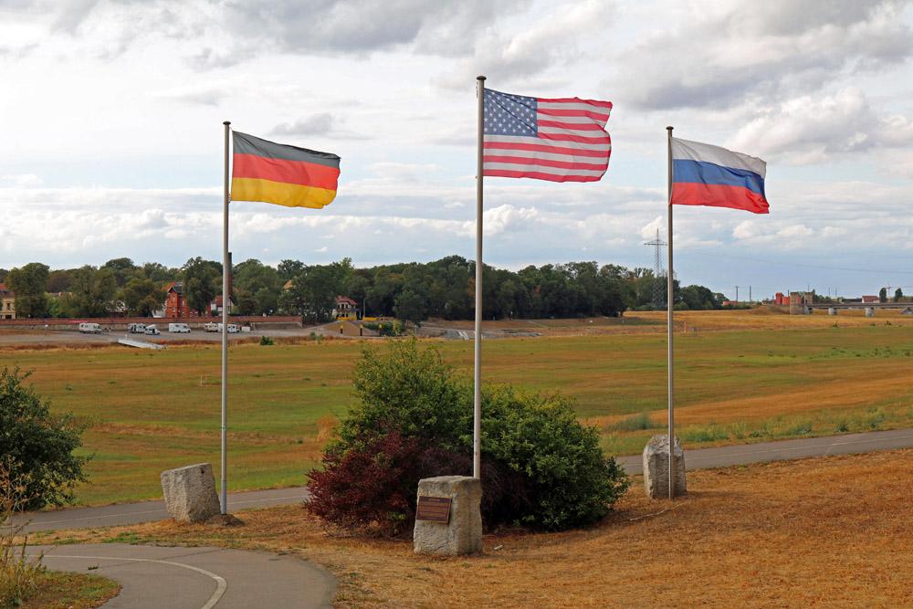 Im Gedenkpark an der Elbe in Torgau wird an ein historisches Treffen erinnert