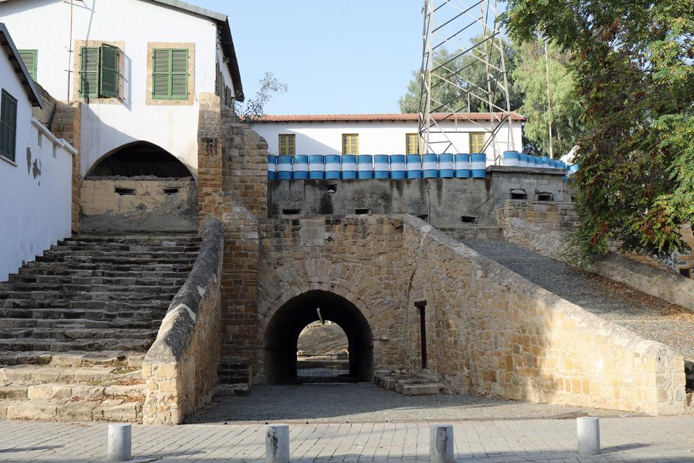 Das Paphos Tot in der Stadtmauer liegt in der Pufferzone in Nikosia. Öffnungen wurden zugemauert und mit Schießscharten versehen