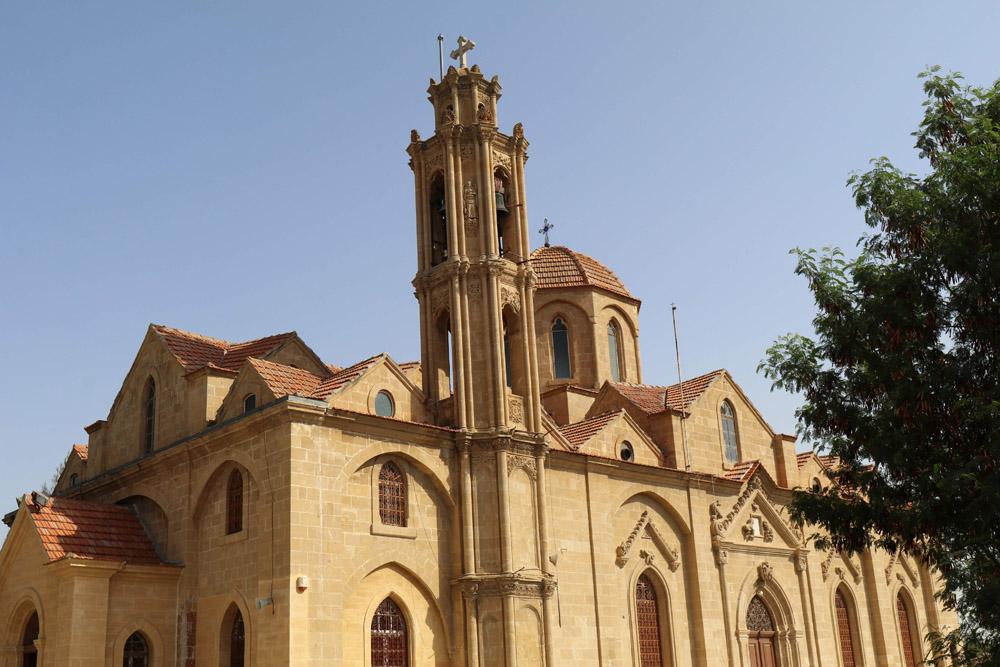 In Nikosia prägen viele sehenswerte Kirchen das Stadtbild