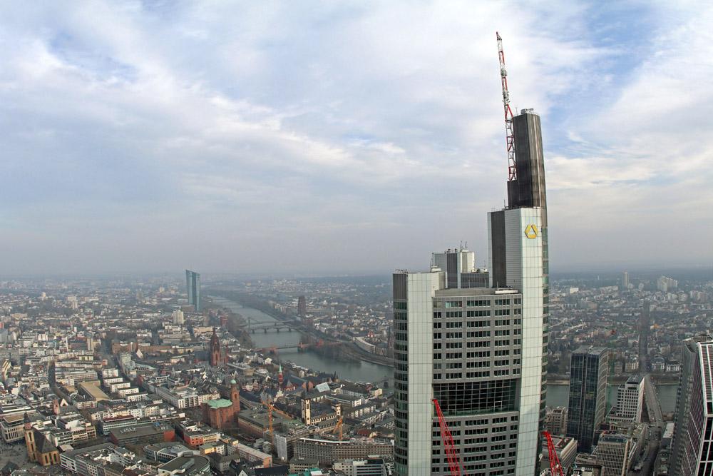 Aussicht hinüber zum Commerzbank Tower in Frankfurt.