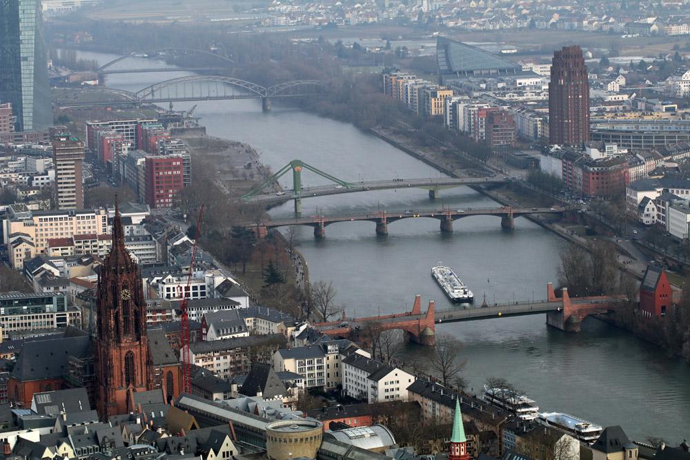 Auch der Frankfurter Dom und der Main sind von diesem Aussichtspunkt aus zu sehen