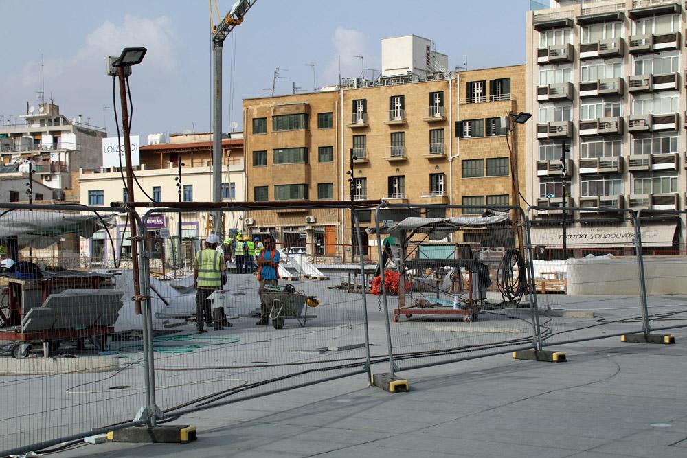 In Nikosia stößt man auf viele Großbaustellen