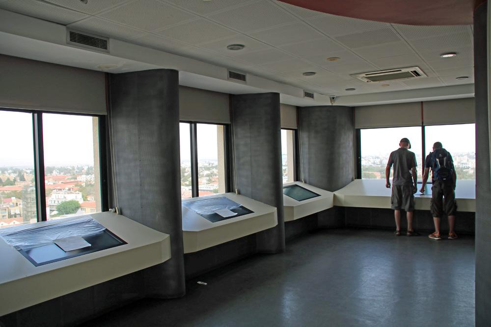 Von der Aussichtsplattform im Shacolas Tower Nikosia hat man eine komplette Rundumsicht