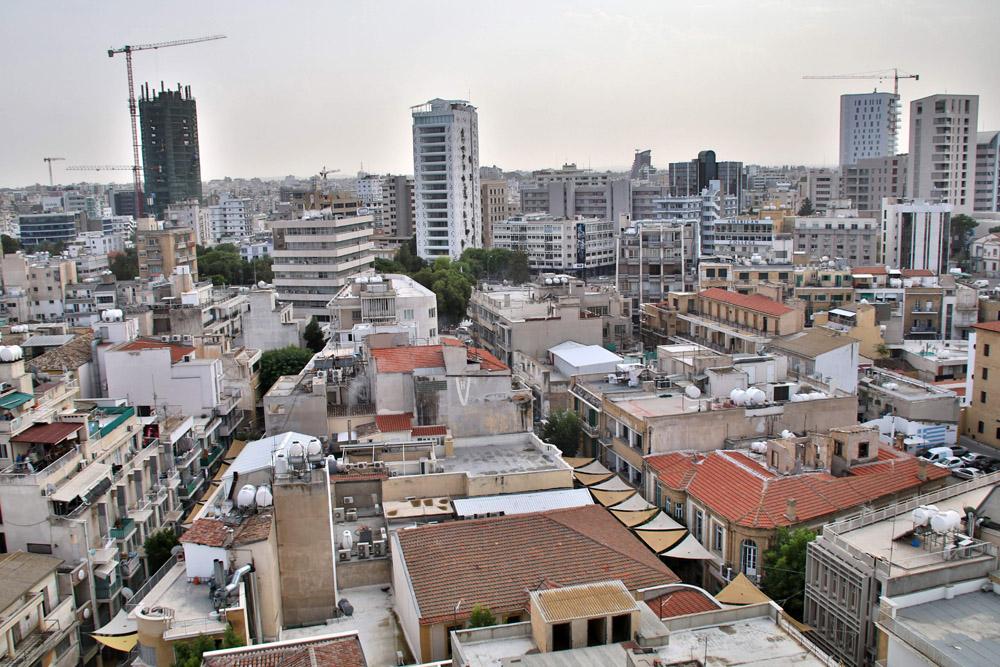 Der Blick in Richtung Süden zeigt eine aufstrebende Stadt