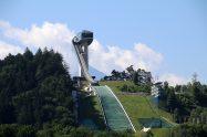Weithin sichtbar thront die Skisprungschanze auf dem Bergisel über Innsbruck