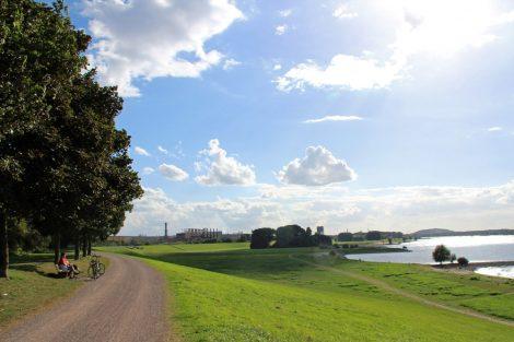Der Alsumer Berg in Duisburg liegt direkt am Rhein