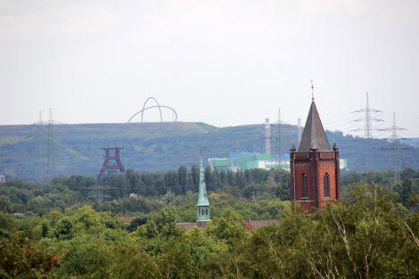 Blick zur Halde Hoeward von der Halde Rheinelbe in Gelsenkirchen