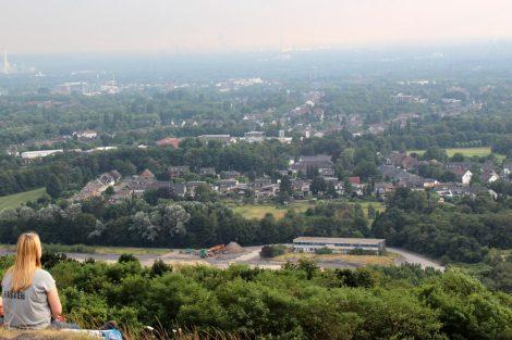 Vom Gipfel der Halde Haniel genießt man eine traumhafte Aussicht über das Ruhrgebiet