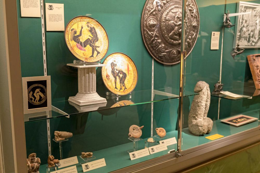Auch viele Exponate aus vergangenen Epochen sind im Sexmuseum Amsterdam ausgestellt