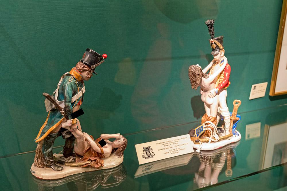 Porzellanfiguren im Sexmuseum Amsterdam