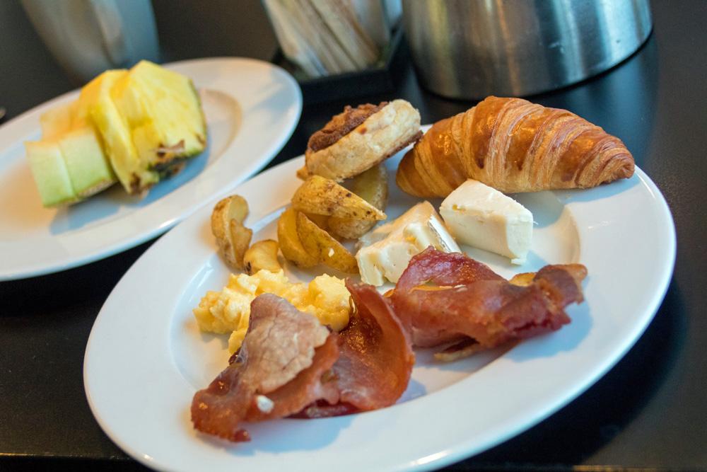 Frühstück im Explorers Kitchen auf der DFDS King Seaways